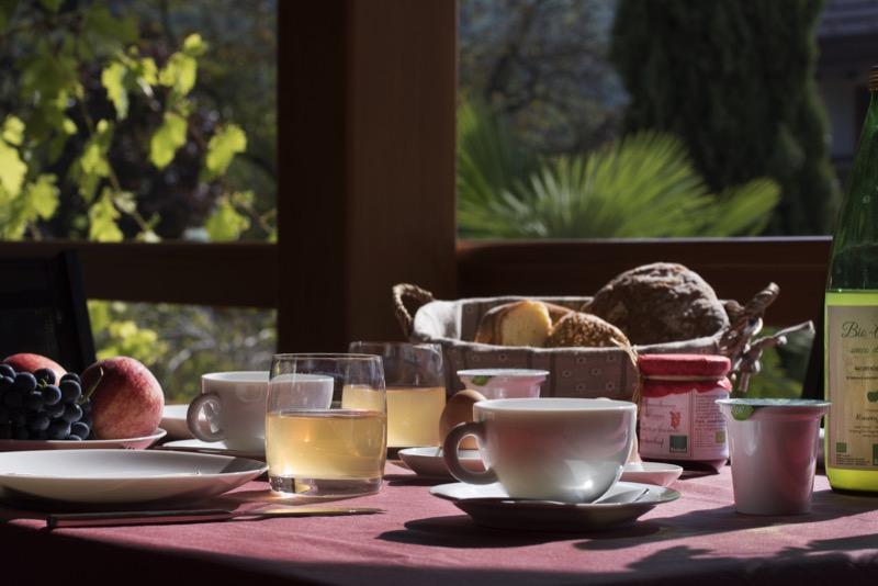 Frühstück auf dem Balkon der Ferienwohnung Maultasch